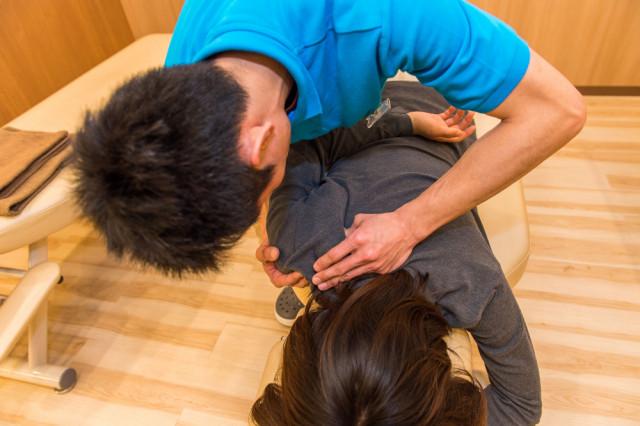 ボディケアのほぐしは手の届かない部位をぐにゅぐにゅほぐします。