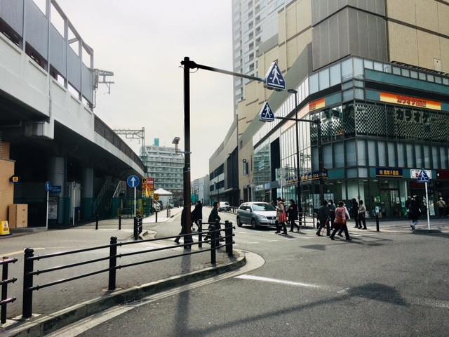 京急パーキングを入る道の角にある関栄不動産